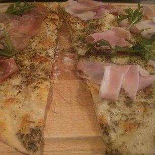 Recette facile et rapide de pizza blanche - BouffePorn