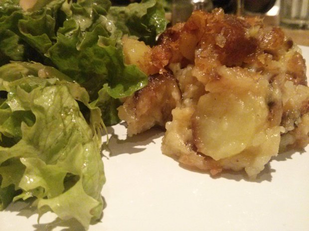 salade verte et truffade : spécialité du Cantal à base de pommes de terre, patates et tome de Cantal (fromage). Recette est compatible au régime sans sel ou pauvre en sel