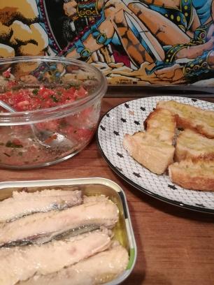 Ingrédients pour des tartines aux sardines : tranches de pain, sardines en boite, tomate, persil, huile d'olive - BouffePorn