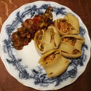 Vue sur une assiettes servie de Lumaconi farcies aux sardines & courgettes - BouffePorn