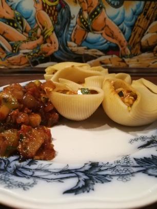 Vue sur assiette servie de Lumaconi farcies aux sardines & courgettes - BouffePorn