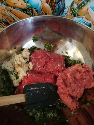 Vue sur le saladier contenant la farce pour les Tomates farcies - BouffePorn