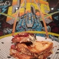 Sandwich jambon, charcuterie, caillette, fromage, emmental, brie, comté
