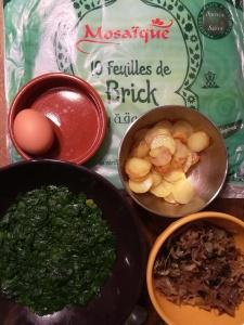 Recette de pastilla au canard confit, épinards et pommes de terre - BouffePorn